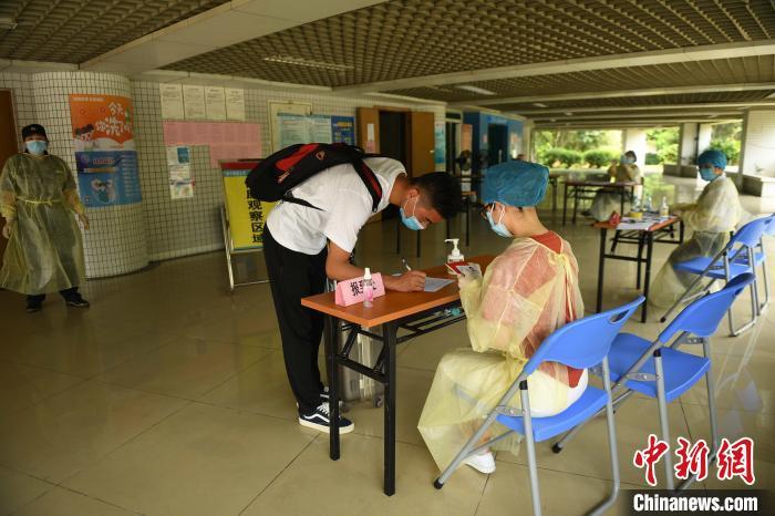 广州中医药大学首批学生返校 将统一进行核酸检测